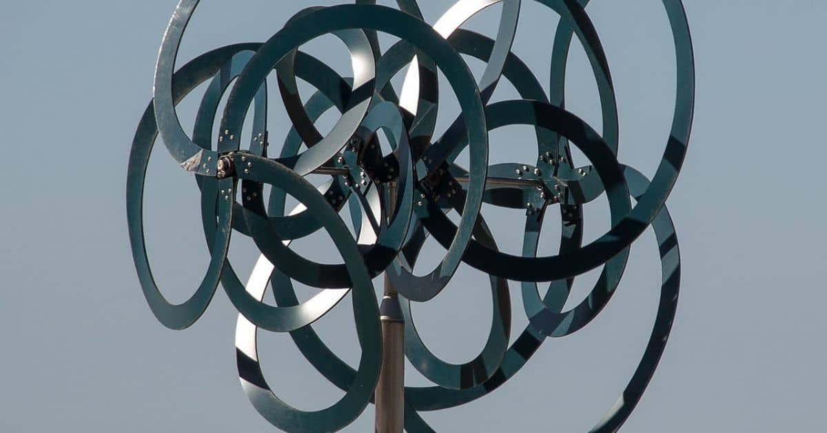 A metal sculpture made of lots of interlocking circles on a pole